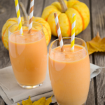 This healthy, creamy & dreamy Pumpkin Spice Fab Four Smoothie will keep you full for hours. No sugar, gluten, preservatives or processed junk. So yummy! | www.grownupdish.com