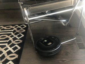 Is the Roomba 960 robot vacuum worth $550? In this Roomba review, I'll cut through the hype and lay out the pros and cons for you. | www.grownupdish.com