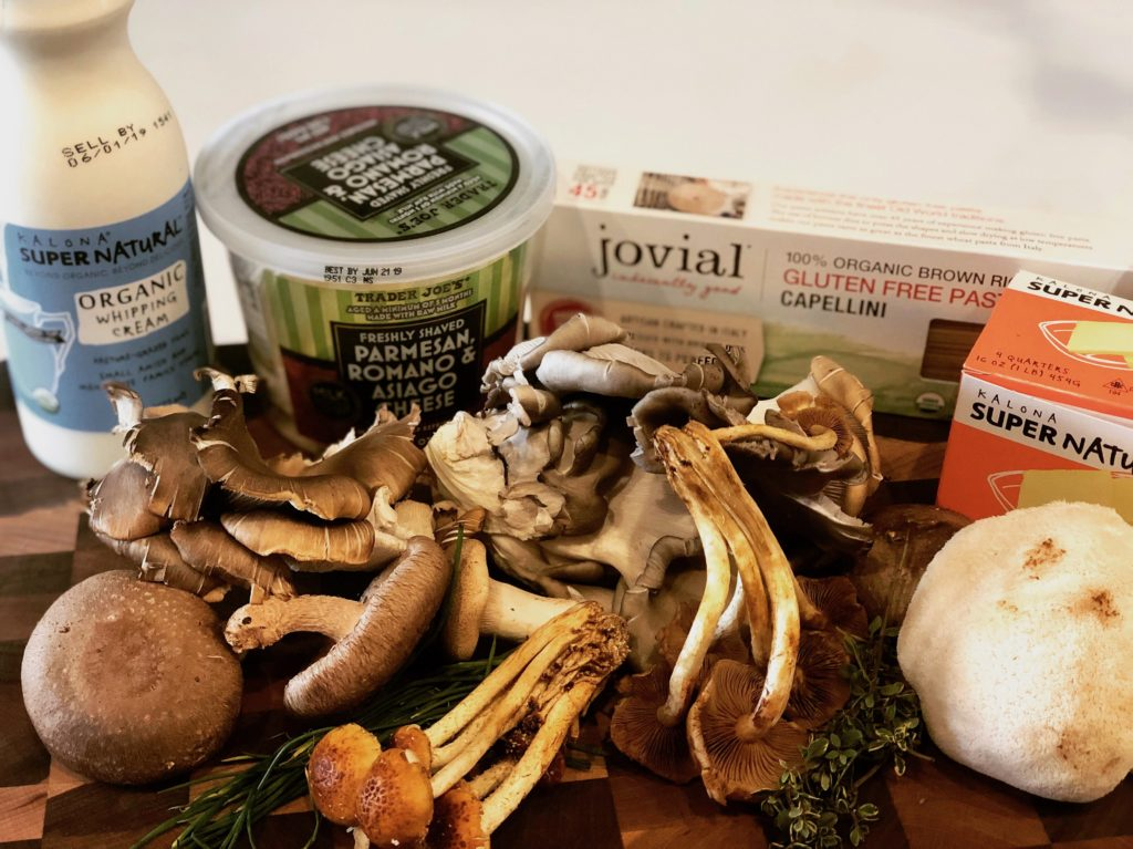 Farmers Market Creamy Mushroom Pasta comes together in 30 minutes and it's restaurant-level deliciousness. Use organic grass-fed dairy and enjoy this vegetarian delight guilt-free. | www.grownupdish.com